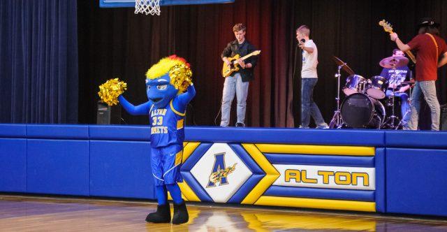 Alton Comet mascot.