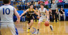 Alton, Mo, Comets play basketball.