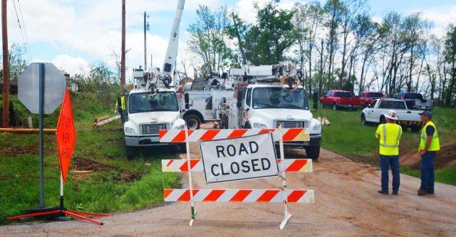 Rodgersville Missouri faces closed roads.