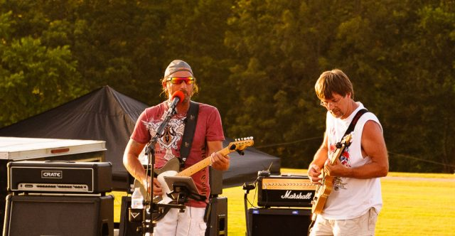 Southern Eagle provides live music.