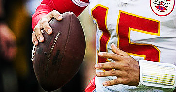 PITTSBURGH, PA - SEPTEMBER 16: Kansas City Chiefs quarterback Patrick Mahomes (15) scrambles with the ball during the NFL football game between the Kansas City Chiefs and Pittsburgh Steelers on September 16, 2018 at Heinz Field in Pittsburgh PA. (Photo by Mark Alberti/Icon Sportswire)