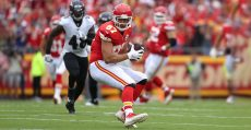 KANSAS CITY, MO - SEPTEMBER 22: Kansas City Chiefs tight end Travis Kelce (87) turns upfield after a catch in the first quarter of an AFC matchup between the Baltimore Ravens and Kansas City Chiefs on September 22, 2019 at Arrowhead Stadium in Kansas City, MO. (Photo by Scott Winters/Icon Sportswire)