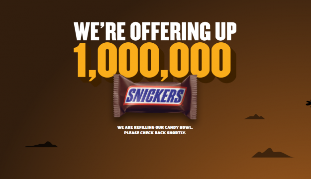 Snickers candy bowl (official photo by onemillionsnickers.com)