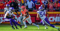 KANSAS CITY, MO - NOVEMBER 03: Kansas City Chiefs wide receiver Tyreek Hill (10) runs the ball during the game against the Minnesota Vikings on November 3, 2019 at Arrowhead Stadium in Kansas City, Missouri. (Photo by William Purnell/Icon Sportswire)