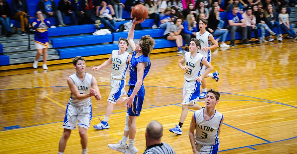 Alton Comets Basketball team in Alton Missouri play Bakersfield.