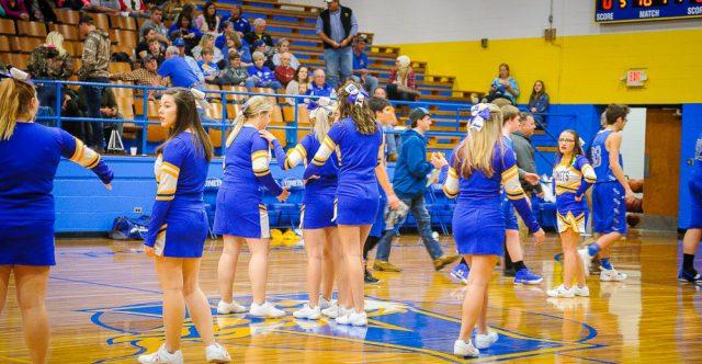 Alton comets cheerleaders.